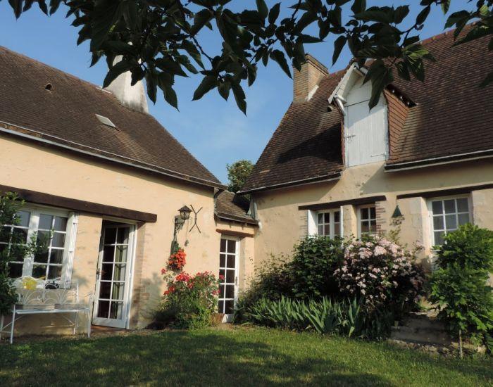 Maison de charme proche de La Suze sur Sarthe Maison ancienne restaurée 1 chambre et salle d'eau en plain-pied jardin et garage