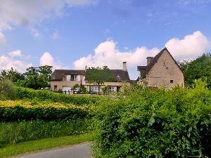 Secteur La Suze sur Sarthe Propriété de charme: maison ancienne restaurée avec jardin et garage à vendre
