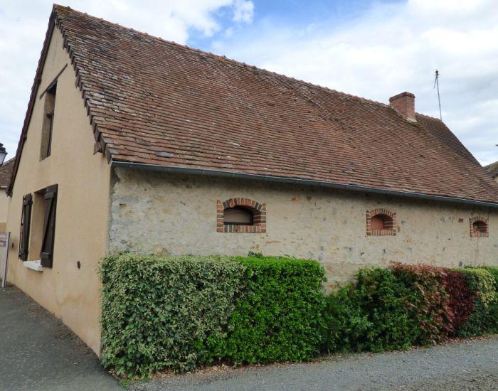 Maison de village habitable en plain-pied avec cour et jardinet proche de Sablé-sur-Sarthe