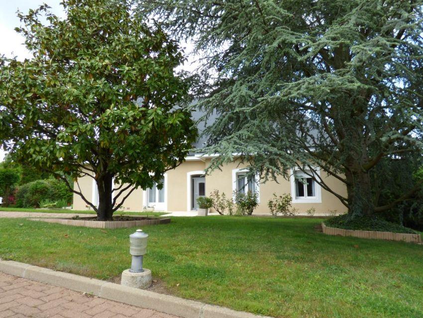 Villa bord de rivière, 6 chambres, terrain accès rivière, Solesmes, 8 minutes centre ville Sablé-sur-Sarthe