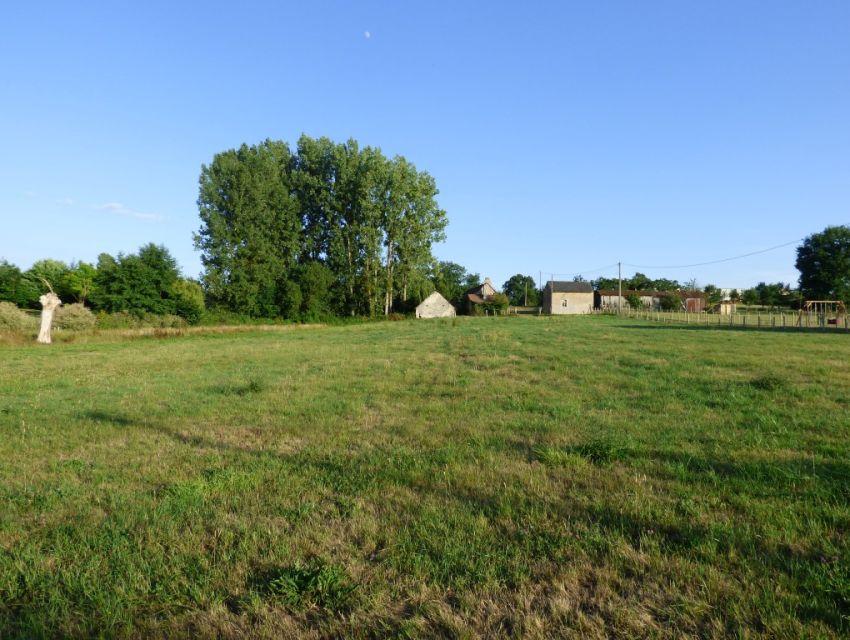 Terrain constructible hors lotissement Environnement bocager proche de la rivière et de l'abbaye de Solesmes Sarthe proche Sablé-sur-Sarthe