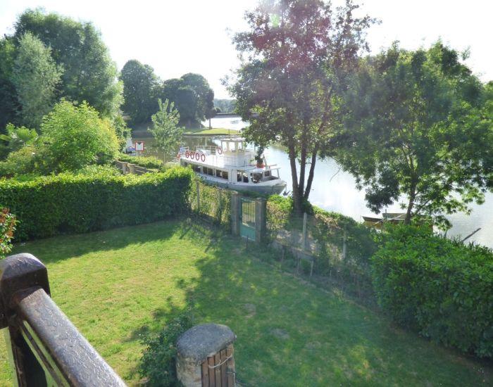 Propriété en bord de Sarthe longère restaurée avec jardin et dépendance Région Sablé-sur-Sarthe