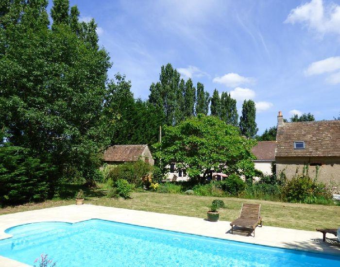 propriété de caractere - Région Sablé sur Sarthe 72300 - piscine chauffée dans le parc.