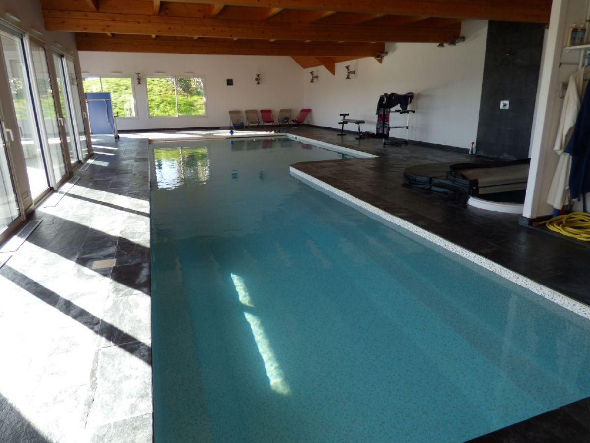 Villa contemporaine mayenne 53 maison de grand for Villa avec piscine interieure