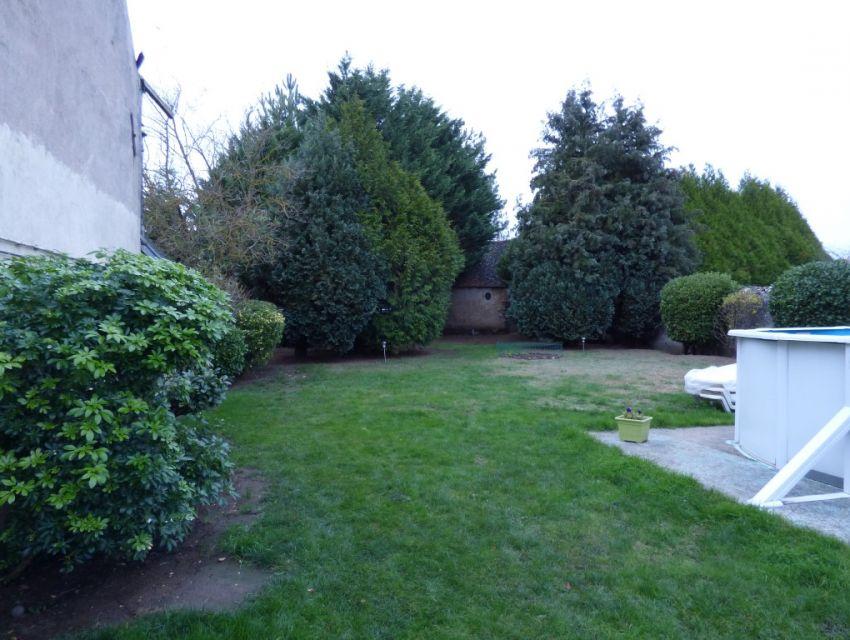 maison de caractère avec garage et dépendances Jardin clos de murs avec piscine hors-sol