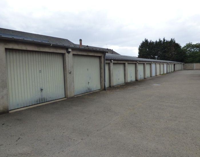Proximité immédiate Gare Sablé-sur-Sarthe Garage fermé avec accès sécurisé
