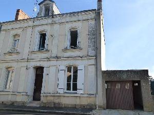 Maison de centre ville - Sablé Sur Sarthe (72300) - avec cour et garage à vendre