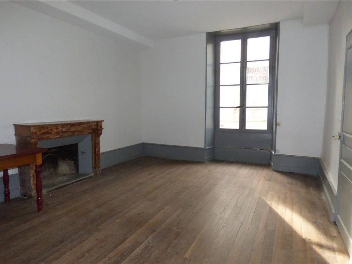 Maison ancienne restaurer en plein centre ville de sabl sur sarthe 72300 - Restaurer cheminee ancienne ...