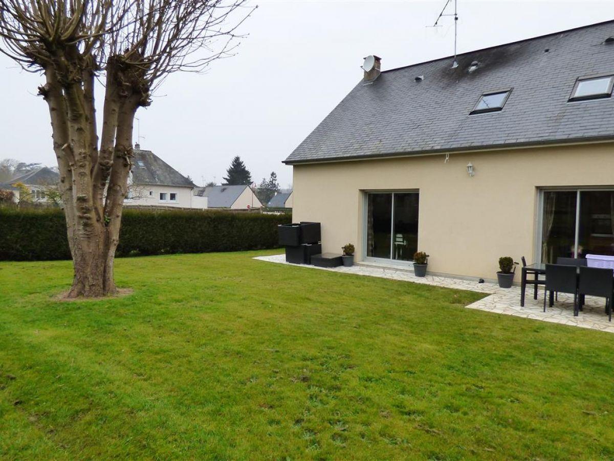 Solesmes 72300 maison avec 4 chambres garage et jardin clos maisons pavillons immobilier - Garage de la vallee pouzauges ...
