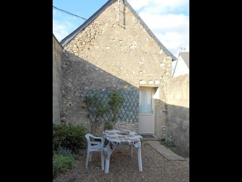 Noyen sur Sarthe Maison de village avec studio indépendant, jardin et garage.