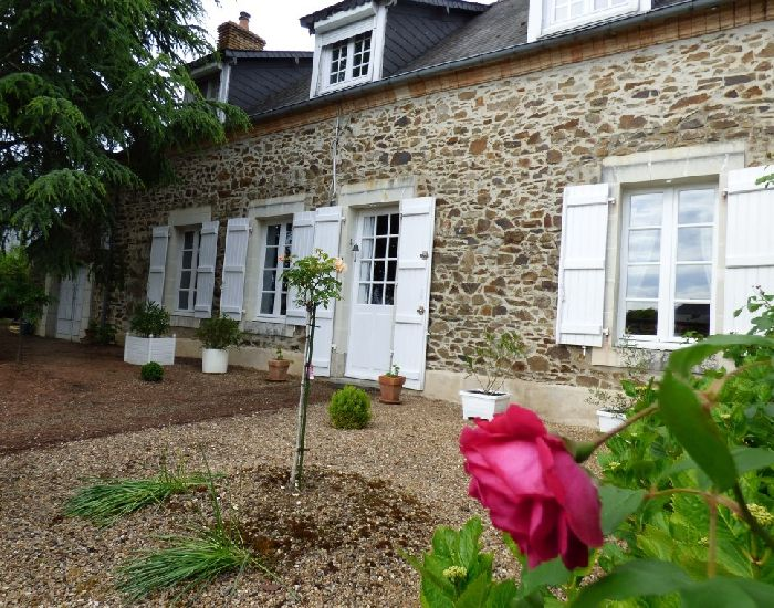 Petite Cité de caractere - village medieval- St Denis d'Anjou - Maison villageoise