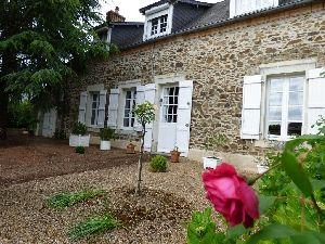 Petite Cité de caractere - village medieval- St Denis d'Anjou - Maison villageoise  à vendre