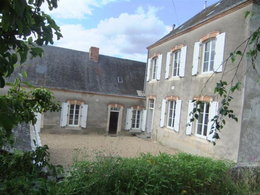 Souvigné Sur Sarthe, belle propriété restaurée, centre bourg