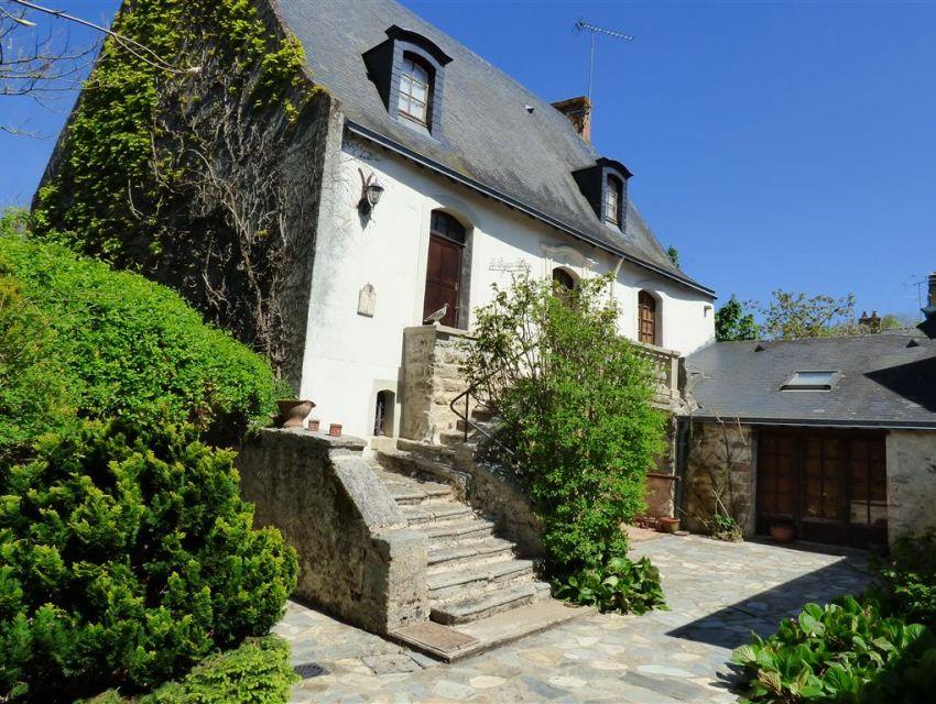 Maison historique - Ancienne auberge XVème remaniée au cours des siècles