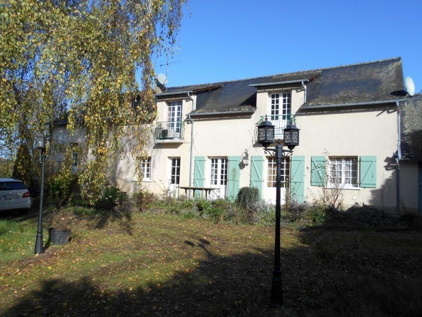 Propriété en campagne en bord de rivière proche de Sablé sur Sarthe
