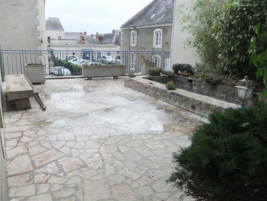 Appartement 72300 Sablé sur Sarthe - centre ville - Vaste terrasse au devant