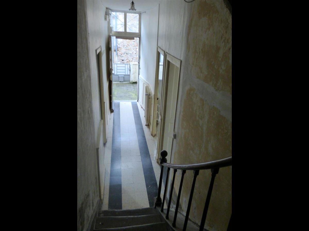 Escalier Dans Maison Ancienne maison ancienne à restaurer en plein centre ville de sablé