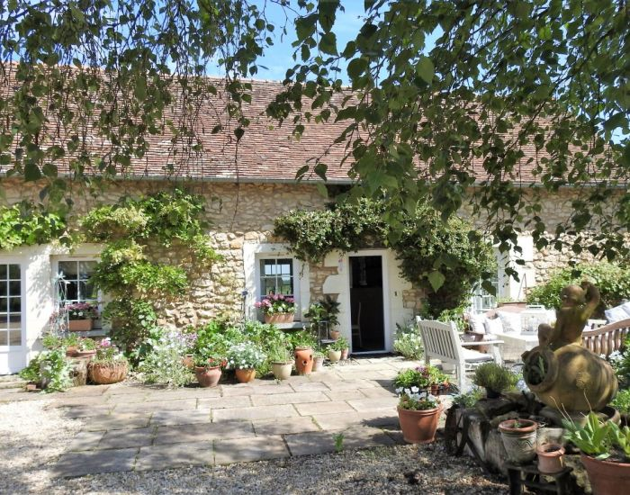 Propriété de charme 8 minutes centre ville La Flèche Sarthe composée de deux habitations restaurées et dépendances