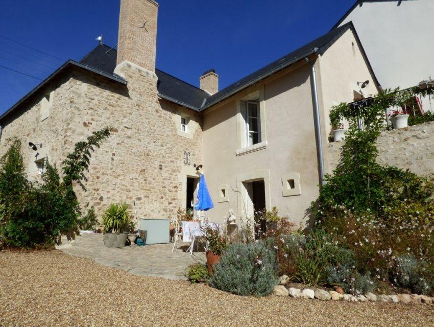 Maison ancienne restaurée avec jardin et dépendance