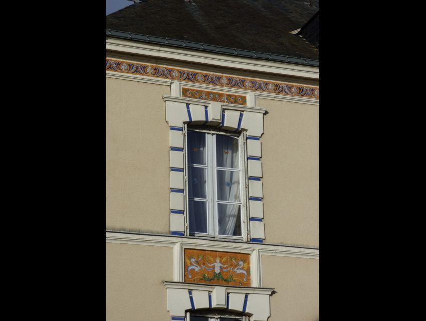 Maison bourgeoise Napoléon III - Faïence en façade.