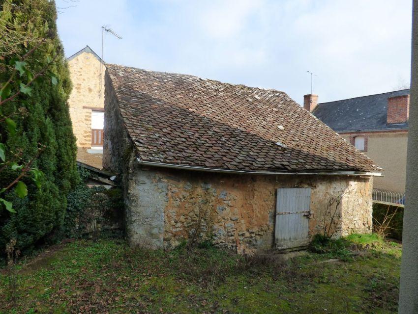Maison de village à restaurer avec jardin et dépendance