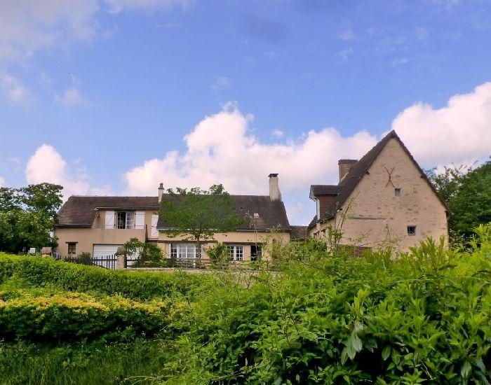 Secteur La Suze sur Sarthe Propriété de charme: maison ancienne restaurée avec jardin et garage