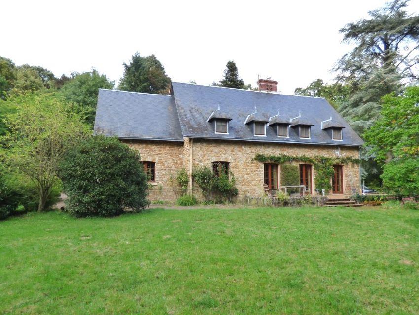 Propriété de caractère bord de Sarthe près de Malicorne sur Sarthe