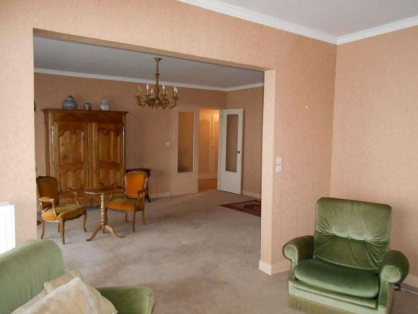Appartement résidentiel 4 pièces principales, terrasse, garage, parking et cave
